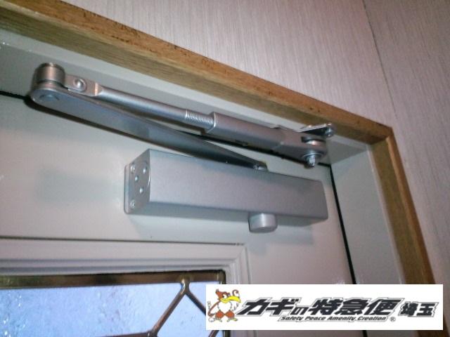 ドアクローザーの交換修理(さいたま市で輸入ドアのドアクローザー交換修理|下地補強)