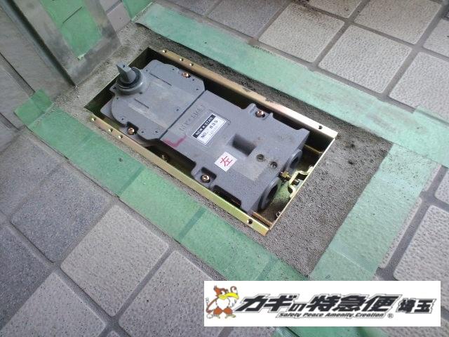 ドアクローザーの交換修理(川口市でフロアヒンジの交換|扉がすごい勢いで閉まる!)