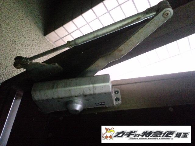 ドアクローザーの交換修理(NHNドアクローザー油漏れによる交換|埼玉県戸田市)