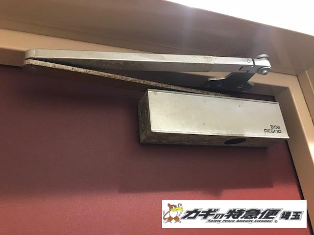 ドアクローザーの交換修理の写真1