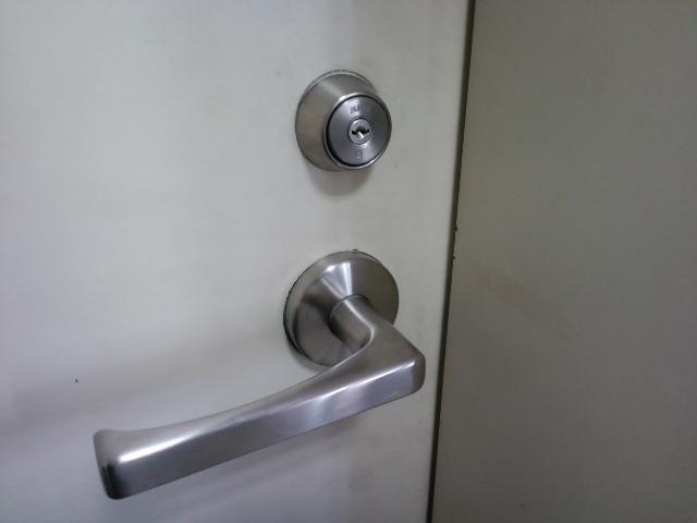 ドアクローザーの交換修理(埼玉県三郷市にて、怒濤の扉調整50カ所を行ってきました)