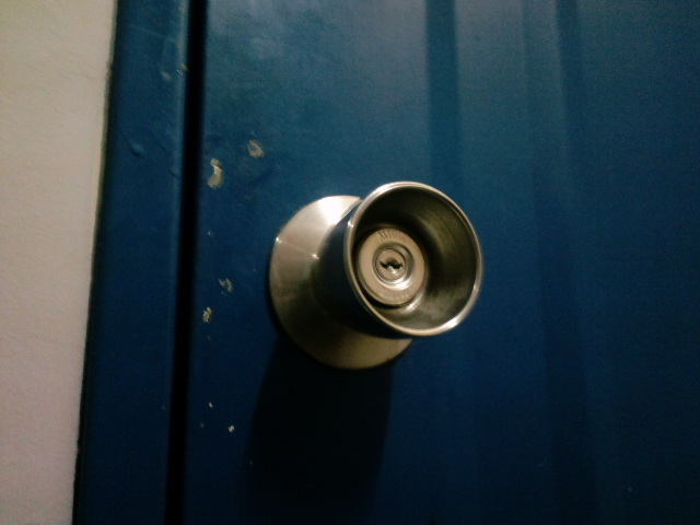 鍵開け(埼玉県三郷市で深夜の鍵開けと鍵交換を行いました)