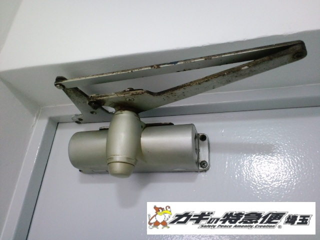 ドアクローザーの交換修理(NHNのドアクローザー交換を川口市にて)